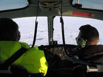 Udsigten fra cockpittet under en isrekognoscering. Foto: Christian Schager.