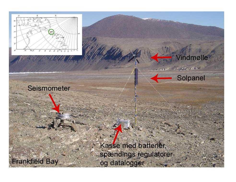 Anatomien af den jordskælvsseismiske station ved Frankfield Bay i Nordgrønland. Billedet er taget i 2004 om sommeren.
